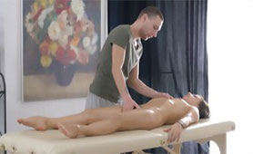 Tricky Masseur Gives her Oiled Massage She'll Never Forget