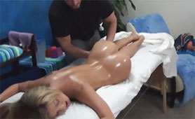 She Wanted Oil Massage but she Also Got Hard Pecker Inside her Pussy