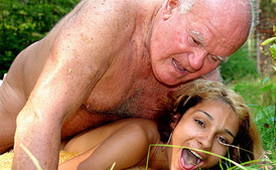 Bad Grandpa Fucked Drunk Chick in the Woods