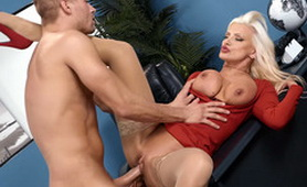 Hot Mature Secretary Get Hard Fucked By New Younger Chief