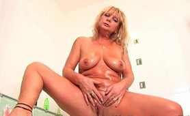Chunky Mature Rubs Her Old Clit