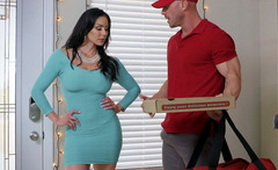 There are too many Reasons for Perfect Busty Latina MILF to Order a Pizza