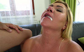 Horny Mature Tasted the Fresh Sperm After Many Years of Fasting