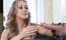 The Horny Stepmother Has a Hard Time to Hide Her Desire For a Son