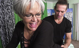Chubby Old Grandma Provokes Hipster Physiatrist and Receives His Hard Dick From the Back Side