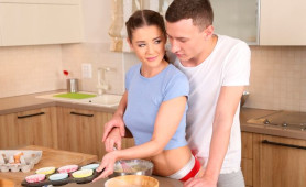 Horny Dude Can't Resist Fucking his Sexy Girlfriend in the Kitchen