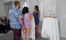 Kinky Lovers Feeling Too Horny On A Cocktail Party