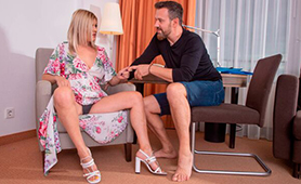 Naive Girl Jasmine Rouge Fucks On First Date